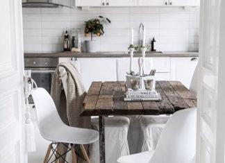 Rozkładany stół z krzesłami jako oszczędność miejsca w mieszkaniu